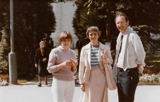La hija de Alexandrov, Olga; su esposa, Alya; y su colega Michael MacCracken, en Zagorsk (URSS) en 1984.