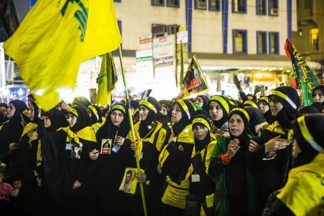 """Un grupo de mujeres libanesas de Hezbolá. La organización militar, que derrotó a Israel en 2006, está considerada como  una organización criminal por Estados Unidos. Para una de estas militantes, """"cada chií del mundo se siente miembro de Hezbolá""""."""