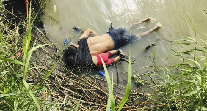 Los cuerpos de Óscar y Valeria en el río Bravo.