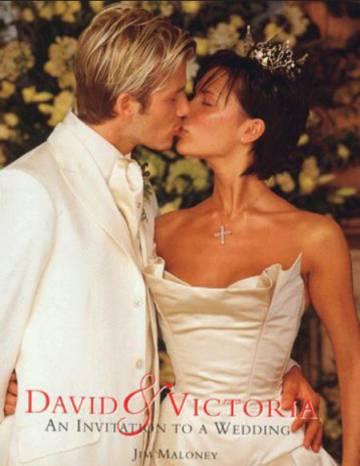 Portada del libro sobre la boda de David y Victoria Beckham.