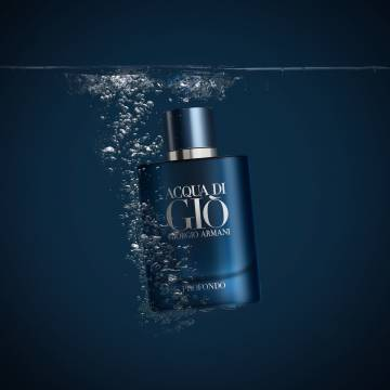 Can a perfume lead us to disconnection? According to Giorgio Armani, yes