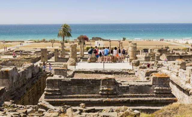Ruinas de Baelo Claudia, frente a la playa de Bolonia, en Tarifa (Cádiz).