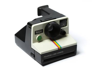 Una cámara Polaroid.