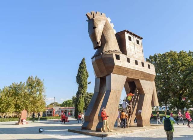Réplica de madera de caballo de Troya en la antigua ciudad de Troya. Turquía.