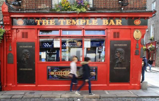 Exterior de The Temple Bar, uno de los bares más conocidos de Dubín.