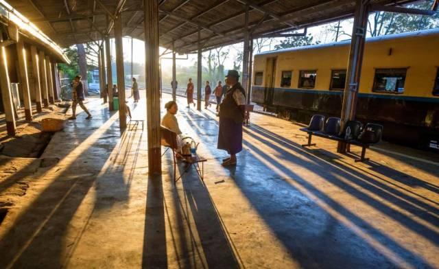 Estación de en Pyin U Lwin, una localidad del interior de Birmania, de la línea Mandalay-Lashio.
