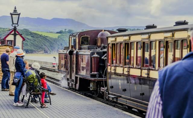 El convoy Ffestiniog, un tren de vía estrecha que recorre Gales del norte, en la estación de Porthmadog.