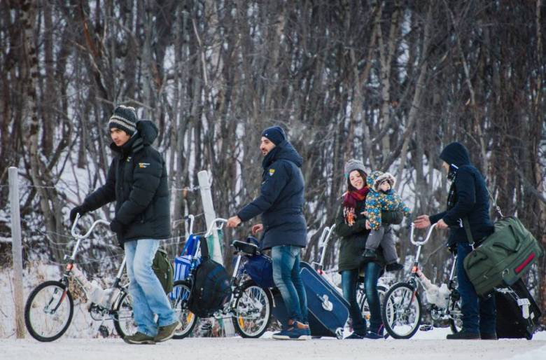 Un grupo de refugiados en el paso fronterizo entre Rusia y Noruega en noviembre.