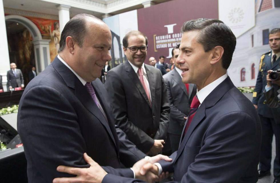 César Duarte saluda al presidente Enrique Peña Nieto.Foto Vía Twitter