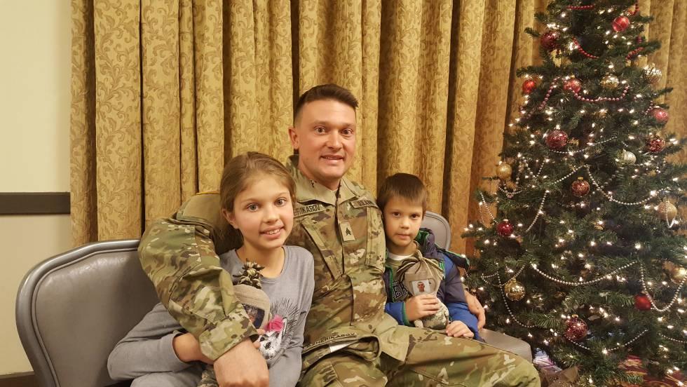 Dimitar Dzherikarov com seus dois filhos.