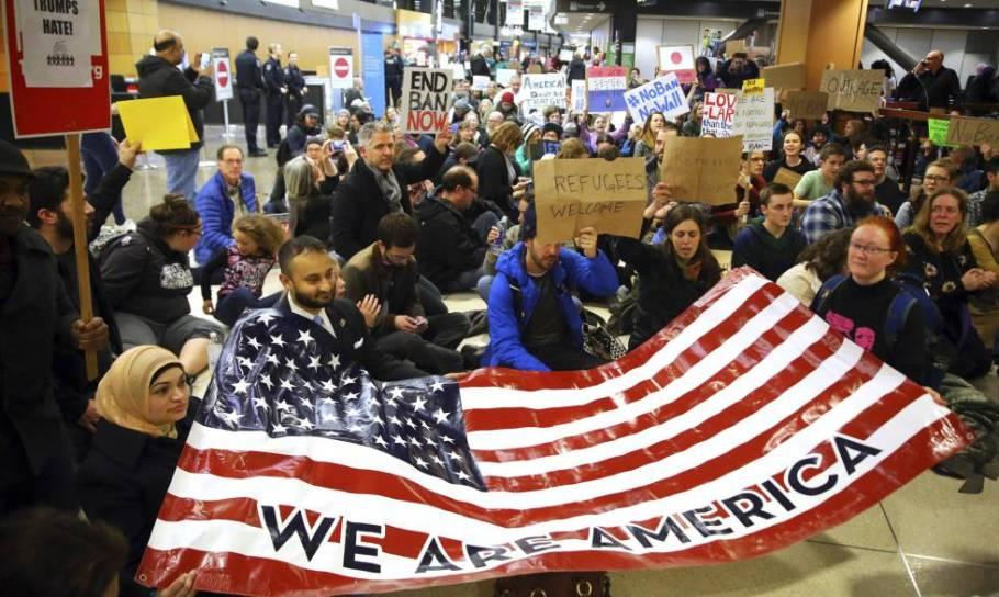 protesto aeroporto em Seattle neste sábado.