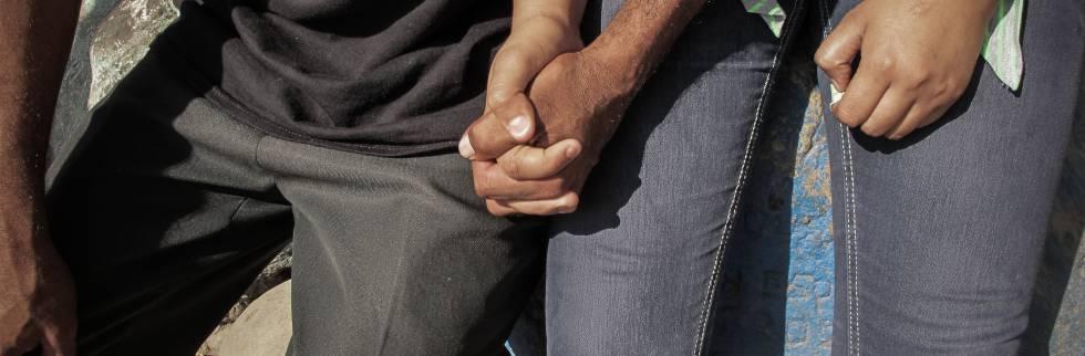 Una pareja de refugiados salvadoreños recién llegados a Tapachula
