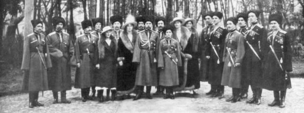 El zar Nicolás II y familia, antes de su abdicación el 2 de marzo de 1917.