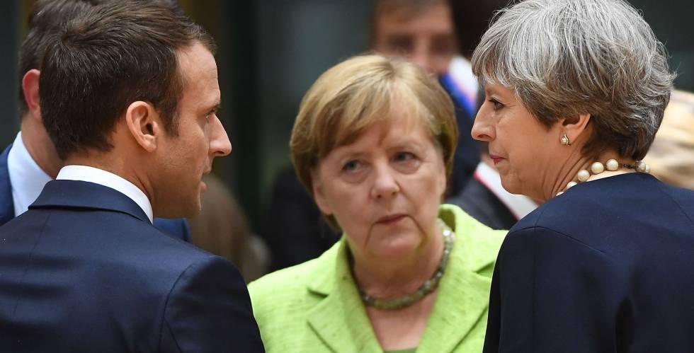 De izquierda a derecha, Macron, Merkel y May, en un momento de la cumbre.