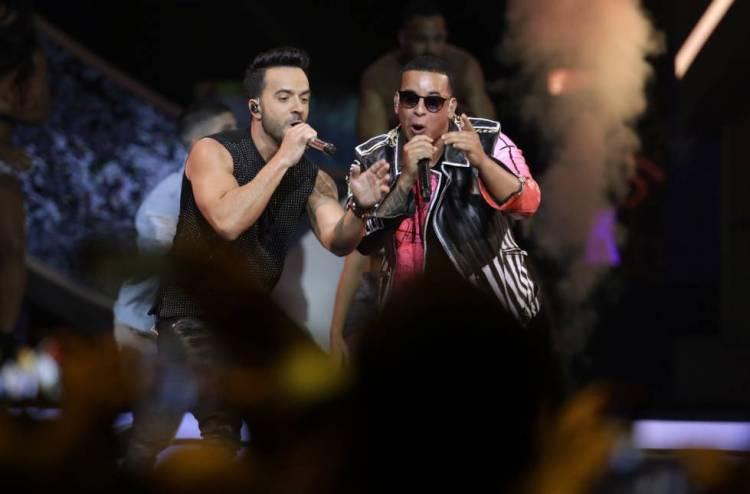 Imagen de archivo de los autores de 'Despacito', Luis Fonsi y Daddy Yankee, durante un concierto en Florida.