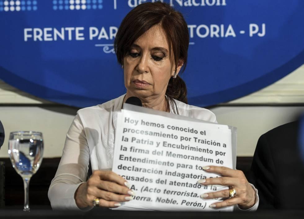La expresidenta Cristina Fernández de Kirchner durante la rueda de prensa en el Senado argentino.