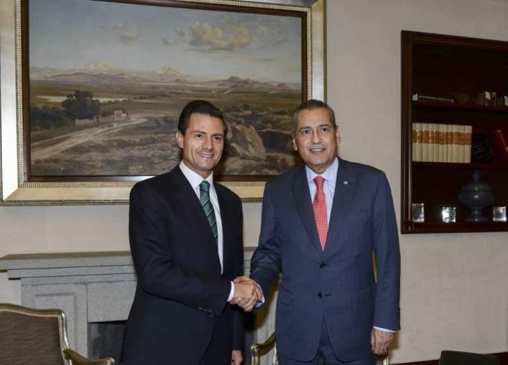 Enrique Peña Nieto y Manlio Fabio Beltrones, en agosto de 2015.