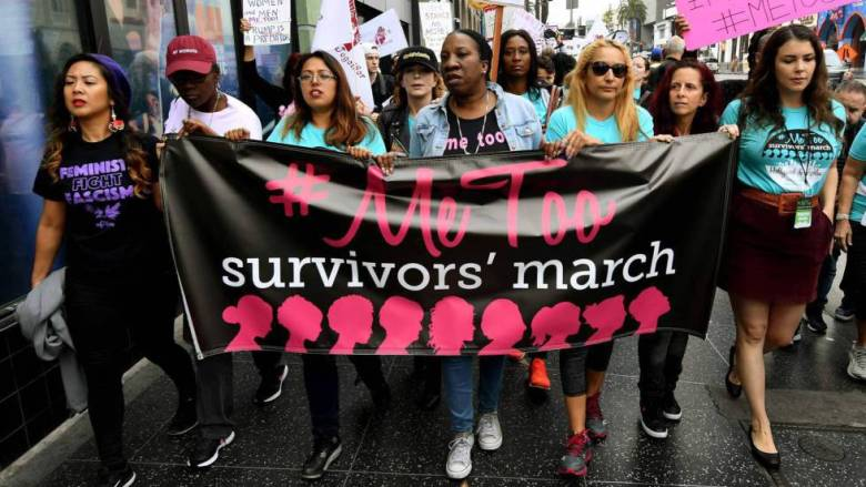 Mujeres víctimas de acoso sexual durante la marcha #metoo (yo también) en Hollywood.
