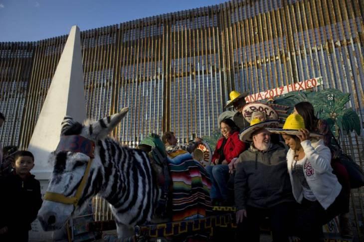 Activistas celebraron una posada en el muro con EE UU el pasado 17 de diciembre.