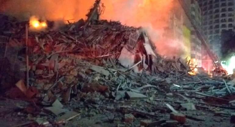 Los escombros del edificio de São Paulo tras venirse abajo.