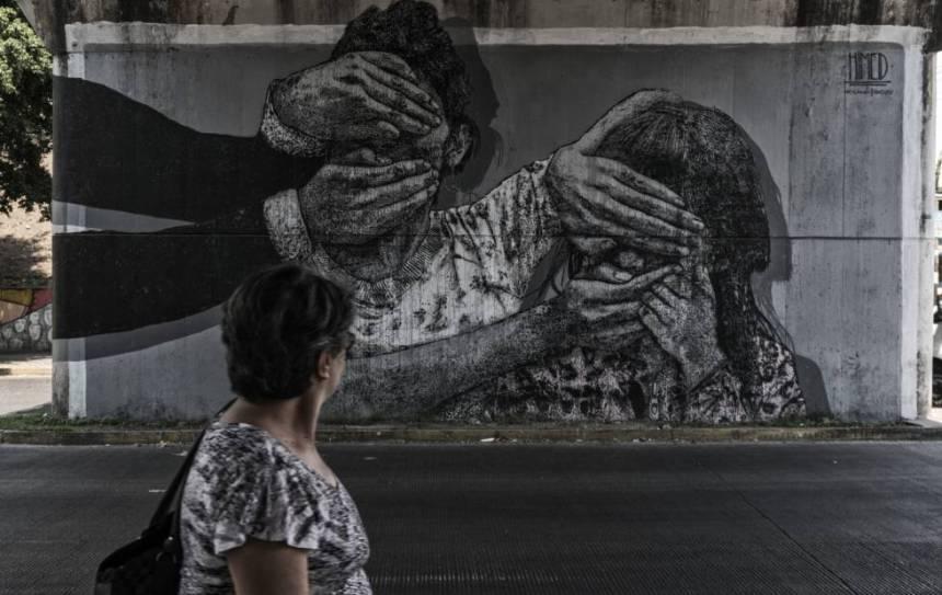 Un mural que ha sido pitado por artistas locales en relación a los hechos de violencia de los últimos meses.