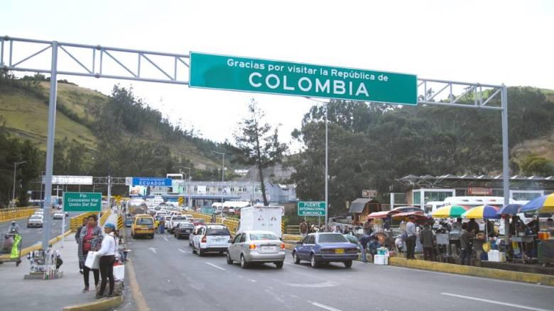Los venezolanos pasan a diario por el puente de Rumichaca, el paso entre Colombia y Ecuador.