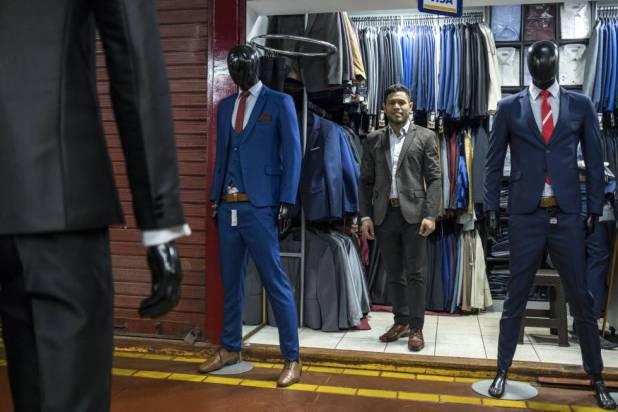 Valentín Duarte, publicista que trabalha vendendo trajes em Lima.