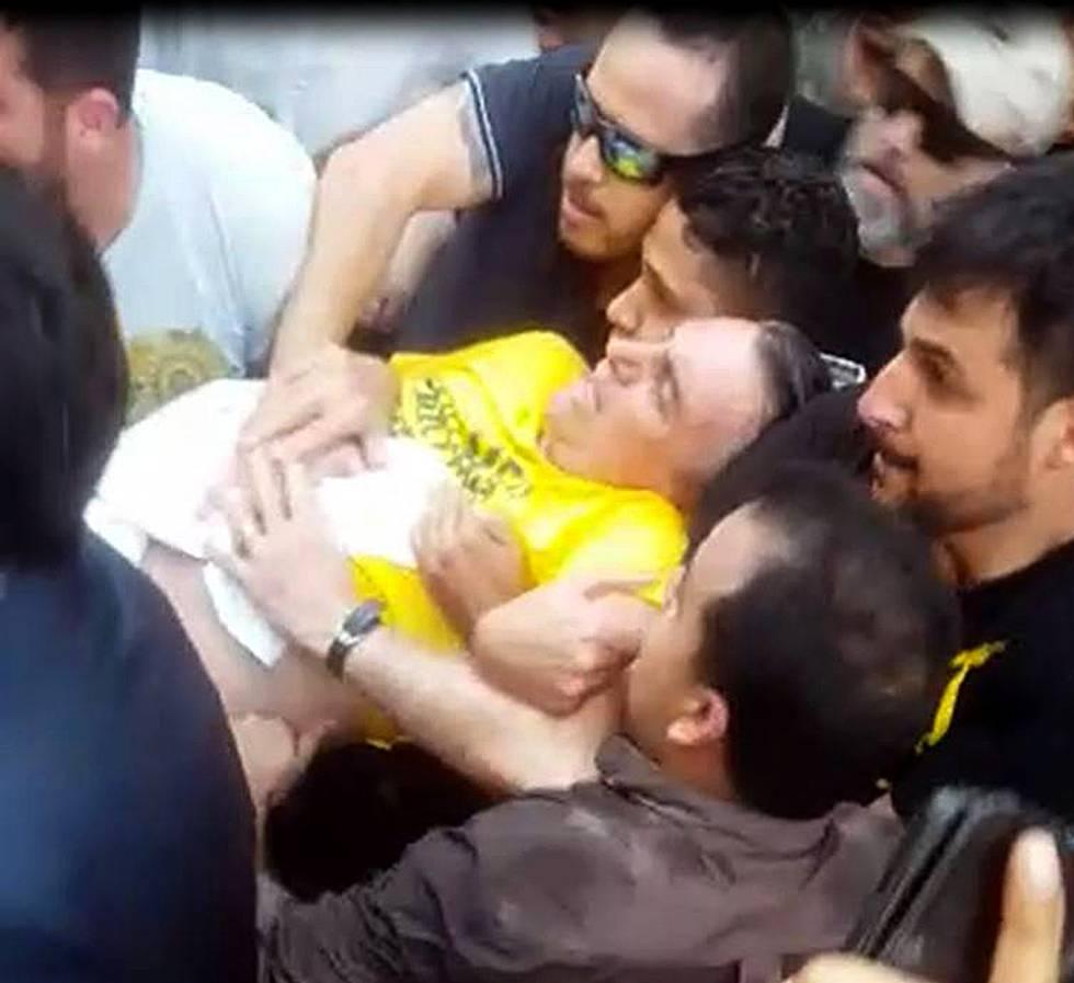 Captura de vídeo en la que se ve a Bolsonaro tras el ataque en su contra, el pasado 6 de septiembre en Juiz de Fora (Minas Gerais).