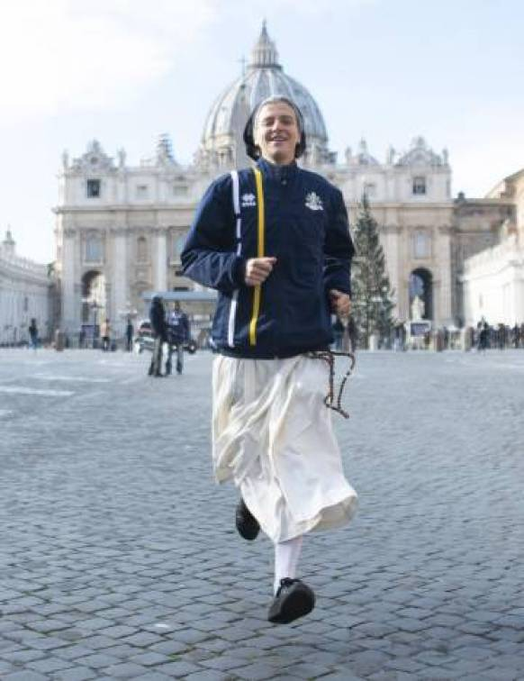 Una monja del equipo Athletica Vaticana.