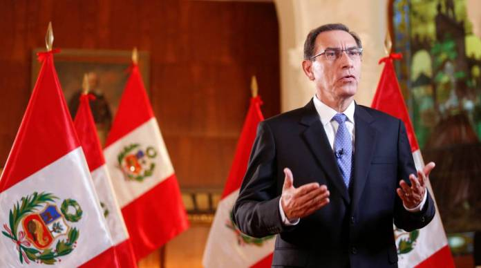 El presidente peruano, Martín Vizcarra, se dirige a la nación a principios de abril.