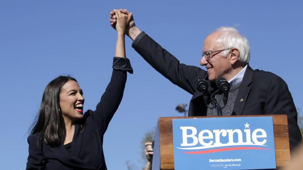 Alexandria Ocasio-Cortez con Bernie Sanders.