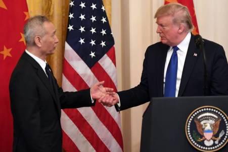 El viceprimer ministro chino Liu He y el presidente Donald Trum, este miércoles en la Casa Blanca.