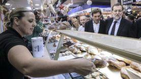 Mariano Rajoy en un mercado de Palma de Mallorca