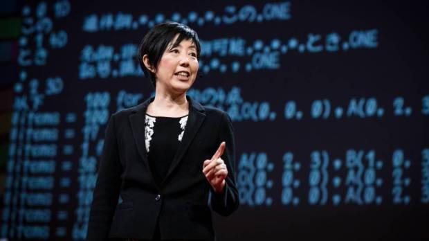 Noriko Arai durante su charla TED en Vancouver.