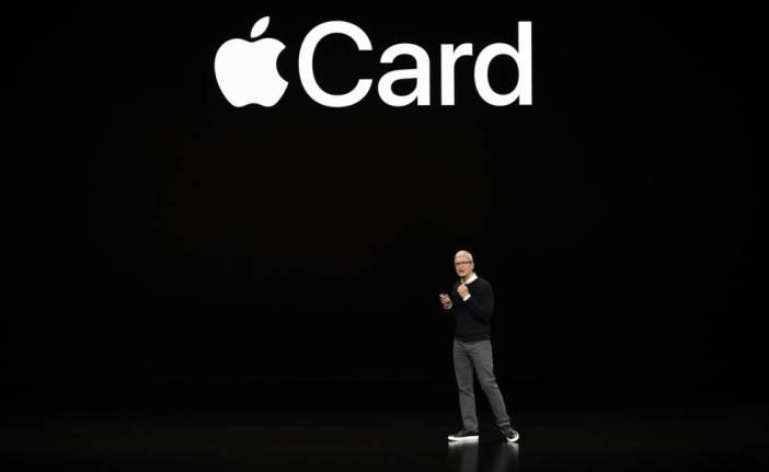 Tim Cook presenta la Apple Card.