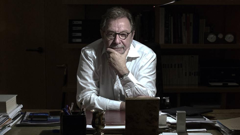 Juan Luis Cebrián, en su despacho. CRISTOBAL MANUEL / PAULA CASADO