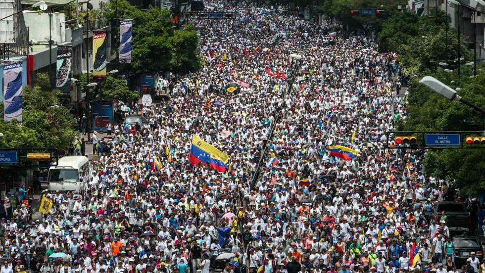 Risultati immagini per La oposición venezolana opta por la movilización permanente en la calle