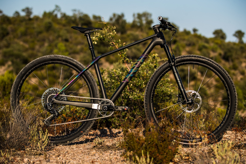 canyon s new exceed hardtail frame uses unicorn hair carbon fiber weighs 835 grams pinkbike