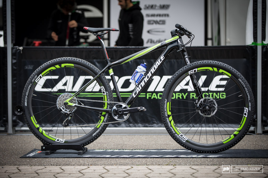 Manuel Fumic s new Cannondale F-Si. Combined with a Lefty 2.0 a SRAM XX1 setup on a SI crank and Enve M50 wheels matched to Schwalbe s Racing Ralphs.