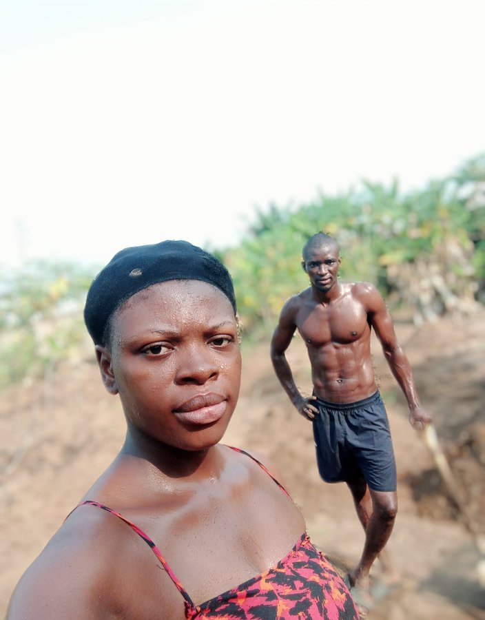 Twitter User Suprises A Nigerian Woman Who Spent Her Val's Day On The Farm With Her Husband