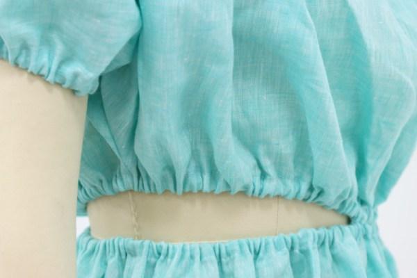 Платье с ассиметричным разрезом
