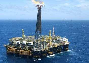 A semissubmersível P-40 é a décima platarforma no raking de produção, com 77 mil barris por dia de petróleo e 1,6 milhão de m3/dia de gás natural produzidos no campo de Marlim, na Bacia de Campos - Foto: Agência Petrobras