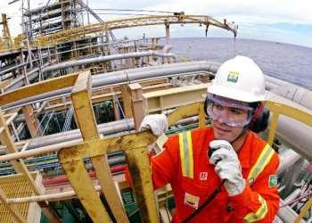 Funcionário da Petrobras na plataforma P-37, no campo de Marlim - Foto: Agência Petrobras