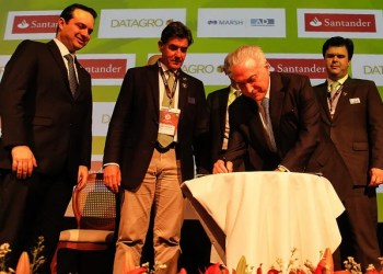 O presidente Michel Temer regulamentando o programa RenovaBio