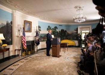 Maio, 2018 Donald Trump anuncia rompimento do JCPOA, acordo nuclear firmado com o Irã (Casa Branca/Shealah Craighead)