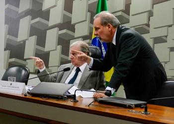 Comissão de Assuntos Econômicos (CAE) O presidente da CAE, senador Tasso Jereissati (PSDB-CE) e o senador Armando Monteiro (PTB-PE). Foto: Roque de Sá/Agência Senado