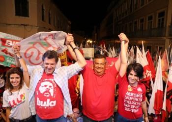Flávio Dino recebe o vice na campanha presidencial do PT, Fernando Haddad, e sua correligionária Manuela Dávila em São Luís / Foto: divulgação