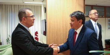 Bento Albuquerque, Ministro de Estado de Minas & Energia, recebe:  Wellington Dias - Governador do Estado do Piauí. Foto: Saulo Cruz/MME