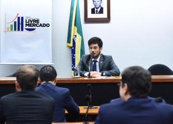 O deputado Kim Kataguiri (DEM/SP) no lançamento da Frente Parlamentar. Foto: Reprodução da Internet