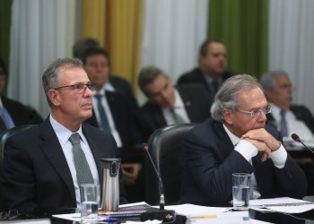 Os ministros Bento Albuquerque (Minas e Energia) e Paulo Guedes (Economia) na reunião do CNPE. Foto: Bruno Spada/MME